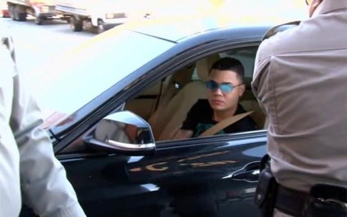 Cantor Felipe Araújo é flagrado dormindo dentro de carro parado no meio de avenida Pernambuco Notícias