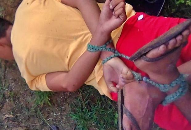 Suspeitos de praticarem assaltos têm pés e mãos amarradas em Santa Cruz do Capibaribe