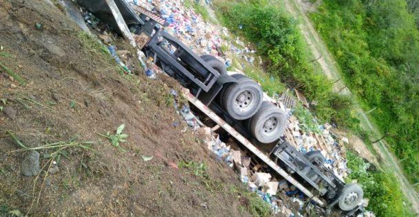 Motorista de caminhão morreu em acidente registrado hoje na BR-104