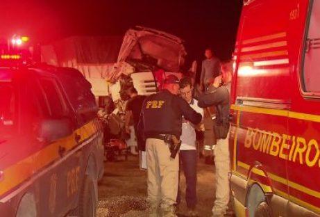 Caminhoneiro morre em acidente grave na BR-101 em Goiana