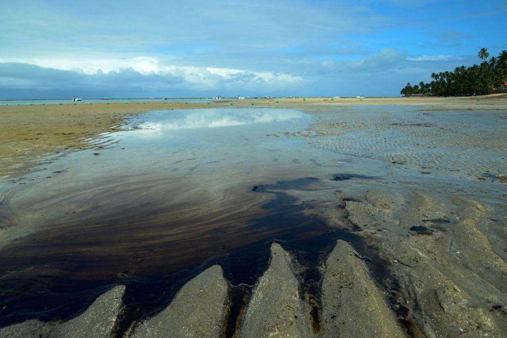 """""""Caso único no mundo"""", diz Mourão sobre manchas de óleo no Nordeste"""