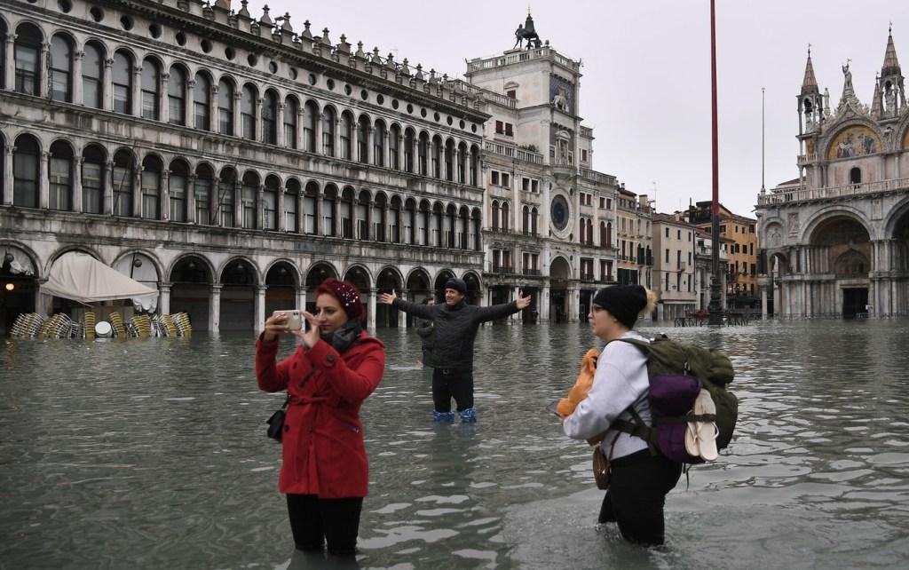 Veneza enfrenta pior inundação em 50 anos