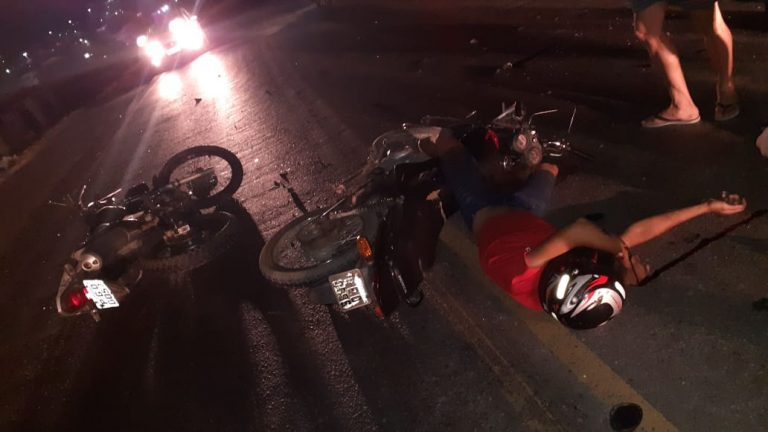Duas motos batem de frente na BR-104, em Toritama