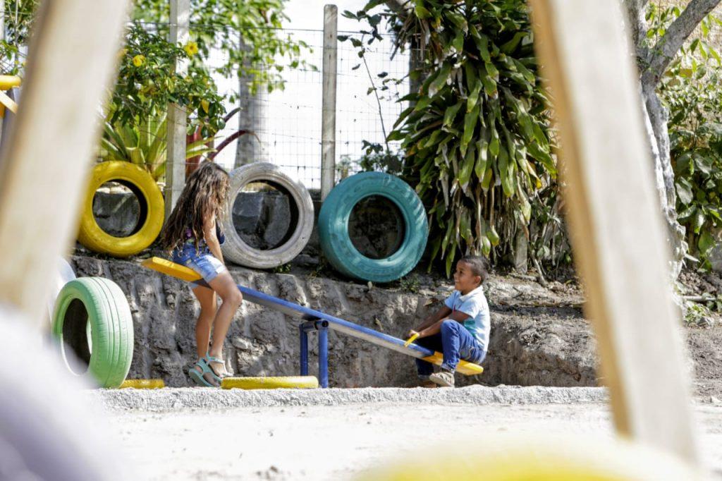 Prefeito de Gravatá participa de inauguração de parque infantil da Escola Princesa Isabel em Casa Nova