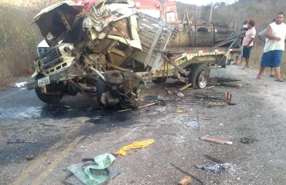 Colisão entre duas Toyotas deixa três pessoas feridas e uma morta