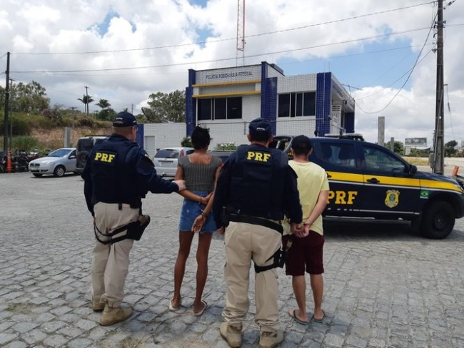 Casal detido pela PRF em Gravatá com carro roubado; veículo foi comprado por 2 mil reais