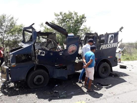 HOJE: Criminosos explodem carro forte no interior de Pernambuco
