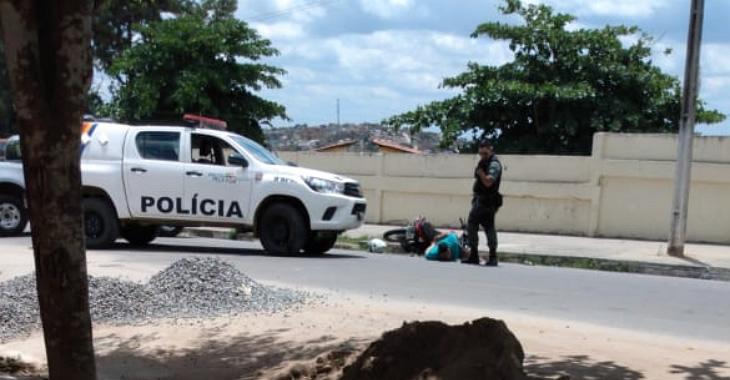 Rapaz de Gravatá preso em Garanhuns após comparsa dele atirar contra viatura policial