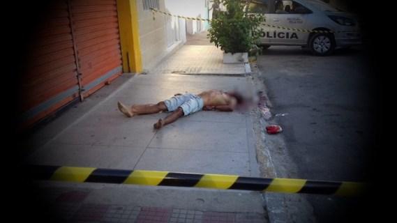 Homem assassinado com tiros na cabeça no centro de Lajedo