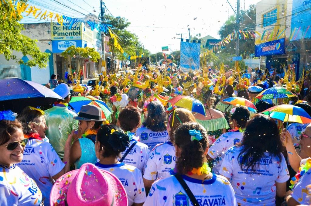 Sucesso: turma da terceira idade se diverte no carnaval de Gravatá