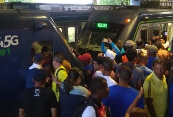 Trens do metrô Recife colidem e deixam 30 pessoas feridas