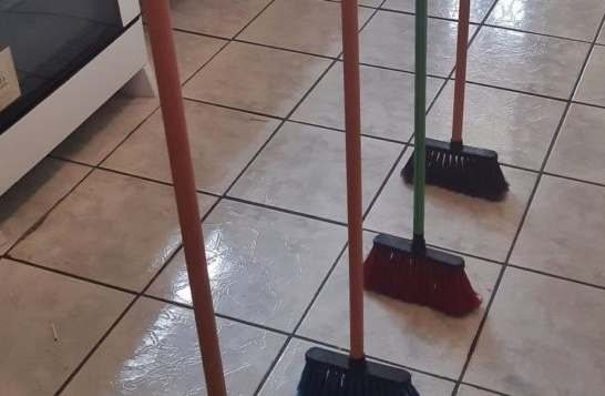 Desafio da vassoura: mais uma besteira que o brasileiro 'adora'