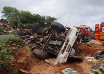 Fazendeiro é assassinado a tiros dentro de carro em Riacho das Almas