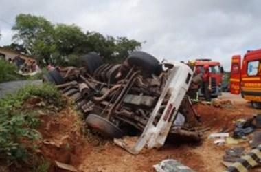 Acidentes em Bezerros e Riacho das Almas deixam dois motoristas mortos