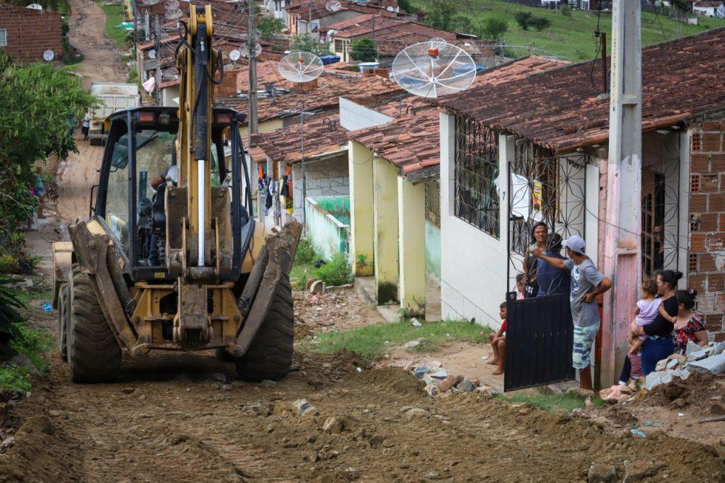 Gravatá: Prefeitura melhora acesso em ruas próximo ao Caic e Loteamento Nossa Senhora da Conceição