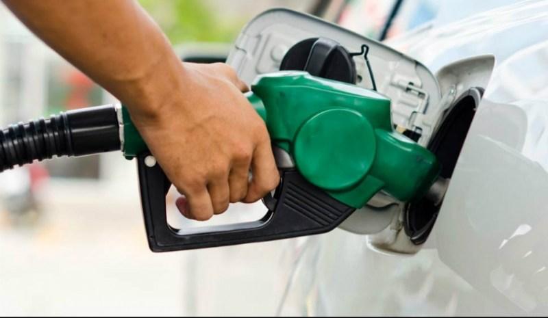 Preço da gasolina cai 5%, mas postos mantém preço elevado