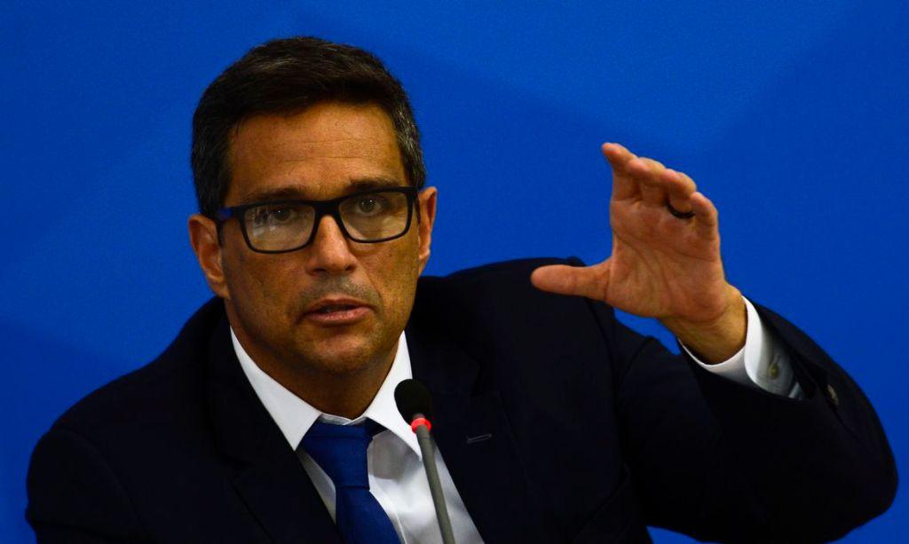 Novo sistema de pagamentos permitirá saque em lojas, diz Campos Neto