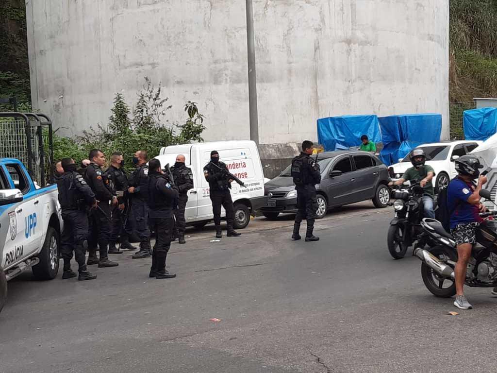 Rio: Uma pessoa morre e três ficaram feridas em tiroteio na Rocinha