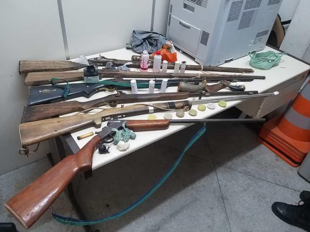 PM prende homem com armas de fogo e entorpecentes em Parnamirim (PE)