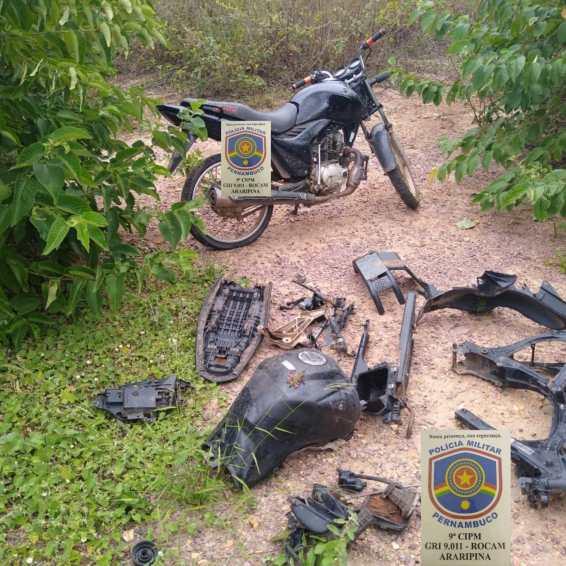 Policiais encontram desmanche de motos no meio da caatinga