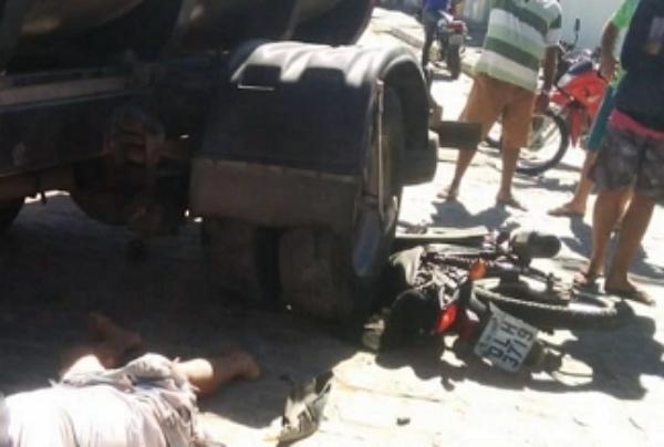 Caminhão invade contramão e mata motociclista de 19 anos
