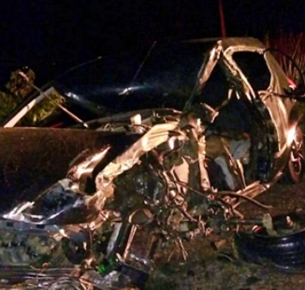 Durante ultrapassagem jovem morre após colidir carro em caminhão em São Caetano (PE)