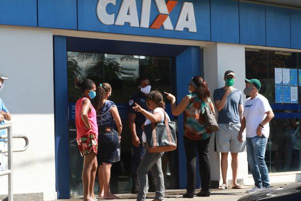 Bancários da Caixa: auxílio emergencial precisa continuar e não apenas por dois meses