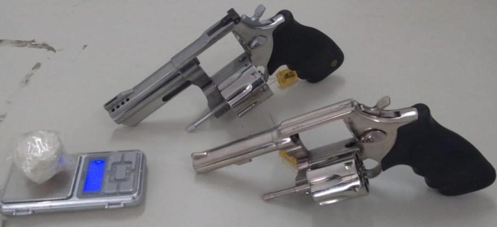 Mulher é presa com duas armas de fogo em Santa Cruz do Capibaribe