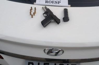 Igarassu: Polícia Militar recupera carro roubado e apreende arma em Cruz de Rebouças