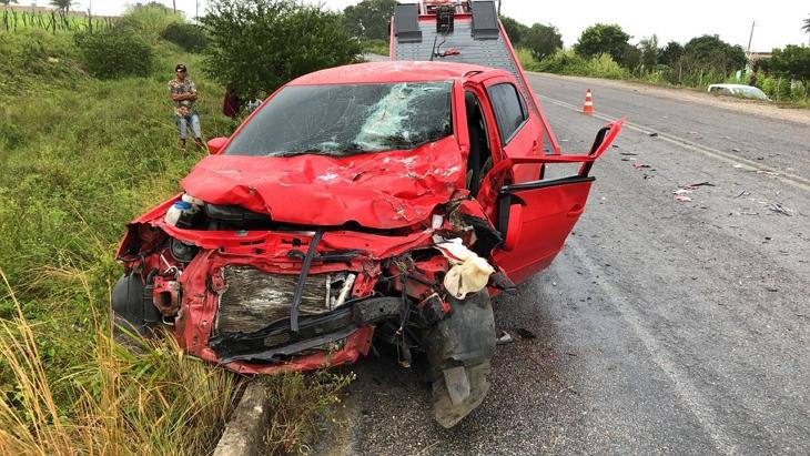 Acidente envolvendo moto, caminhão e carro mata homem na PE-158