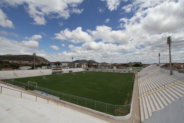 Salgueiro enfrenta o Santa Cruz pela final do Campeonato Pernambucano
