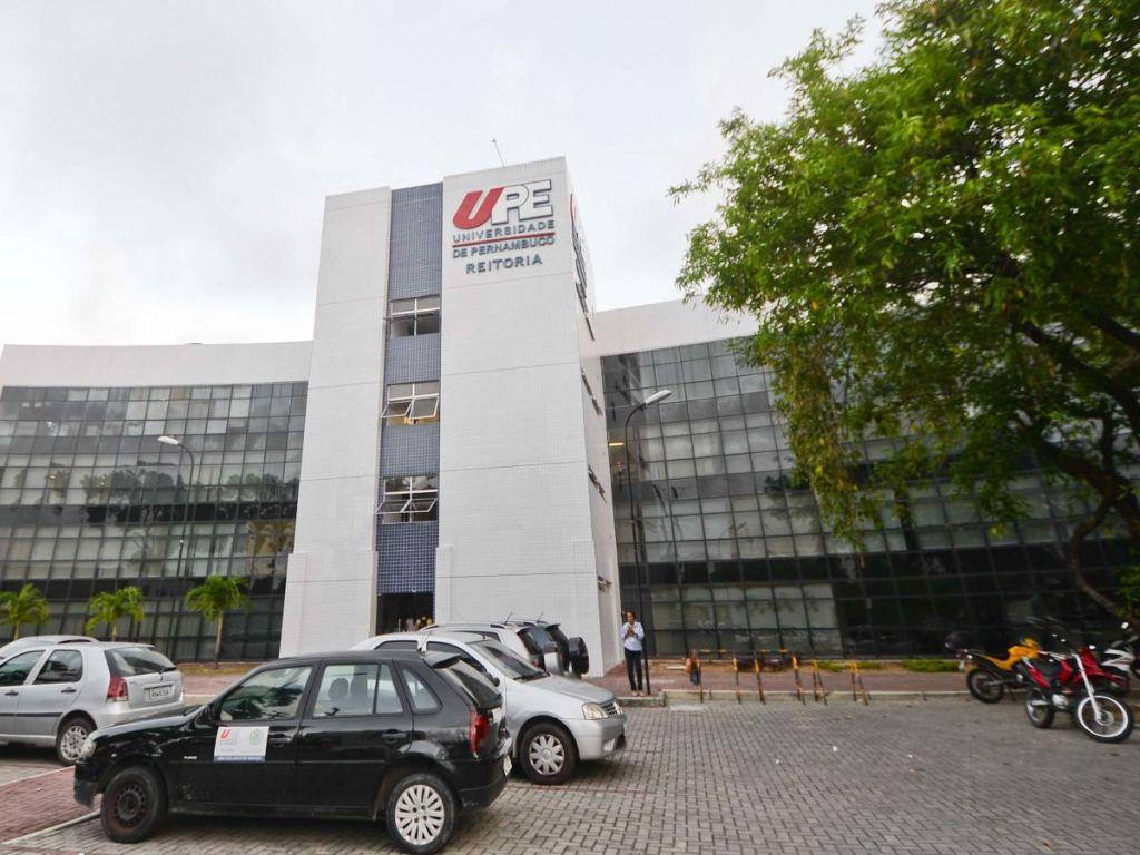 Governo de Pernambuco sanciona lei que garante gratuidade de todos os cursos da UPE