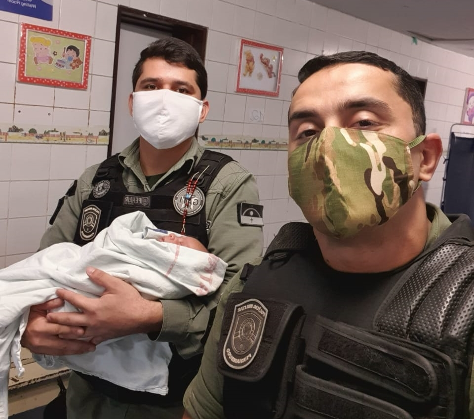 PM's salvam recém-nascido após engasgamento com leite no Recife