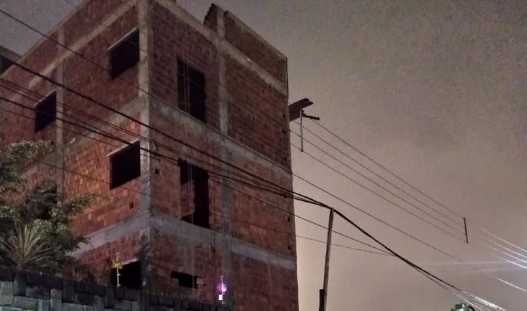 Pedreiro cai de prédio em obra e morre em Caruaru