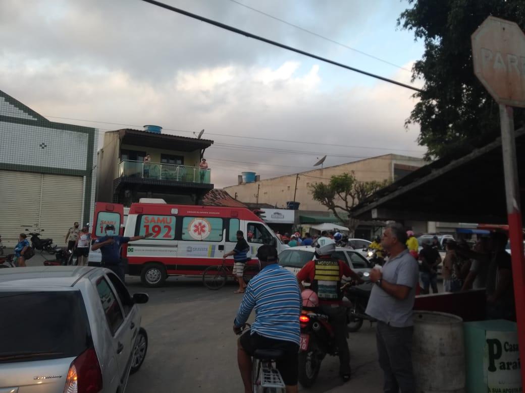 Gravatá: Colisão entre carro e moto na rua 15 de Novembro deixa saldo de uma pessoa ferida