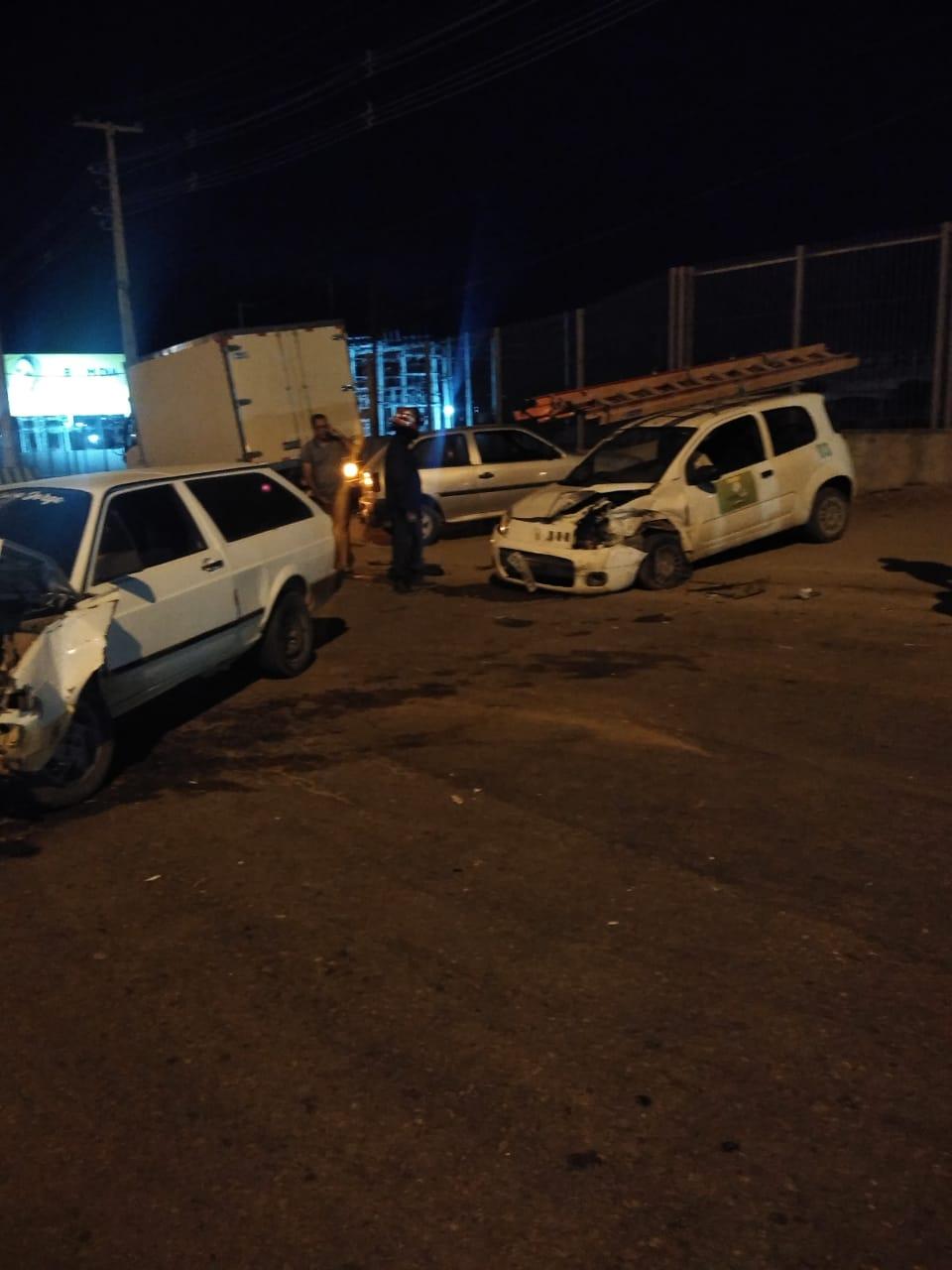 Acidente envolvendo dois veículos é registrado na via local da br-232 em Gravatá