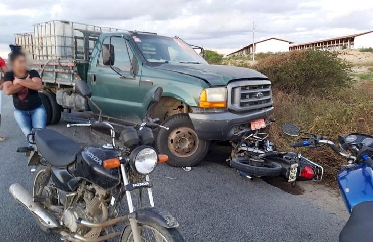 Duas pessoas morrem em acidente grave envolvendo moto e caminhão na PE-193