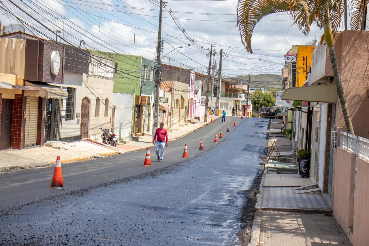 Prefeitura de Gravatá continua tocando obra de recapeamento asfáltico