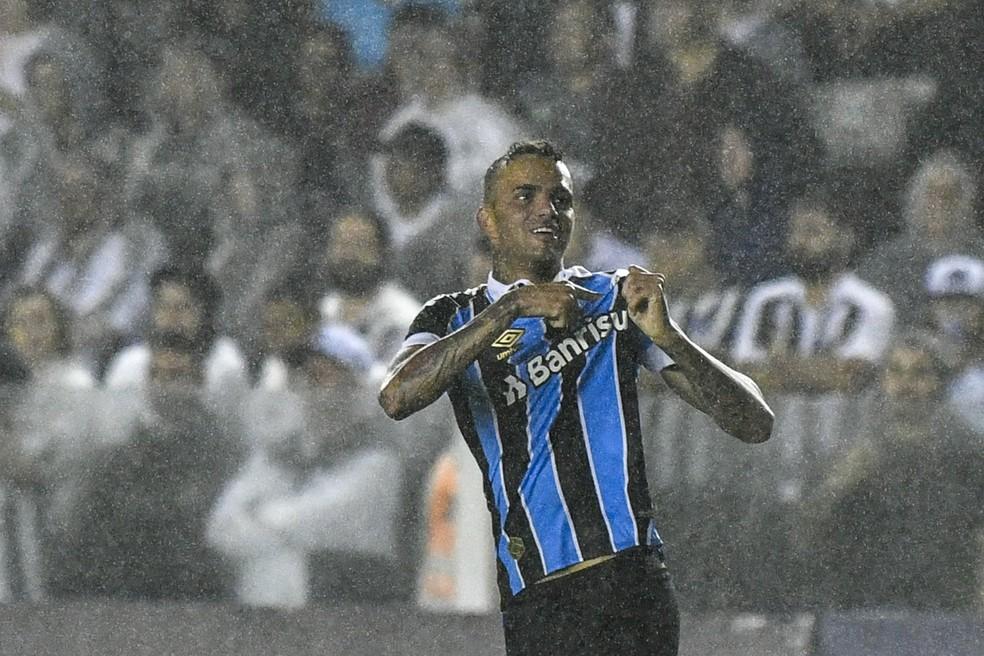 Torcida do Grêmio faz campanha pendido volta de Luan