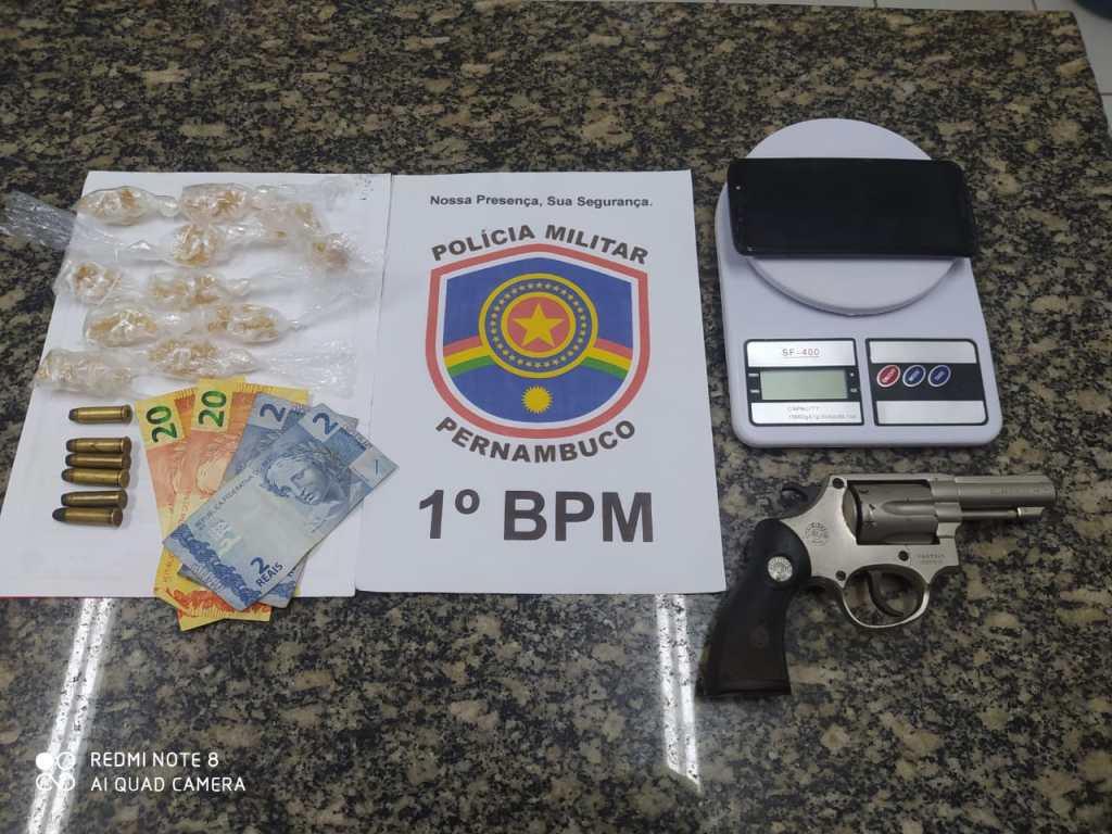 1ºBPM prende suspeito de tráfico<br>de drogas em Olinda