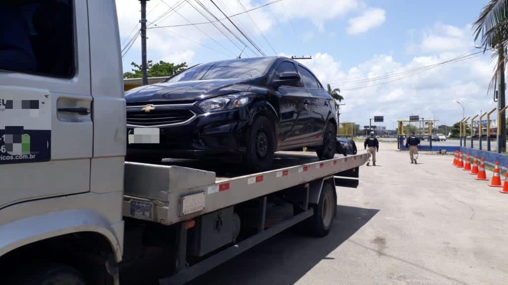 Carro roubado ontem foi recuperado pela PRF em Recife
