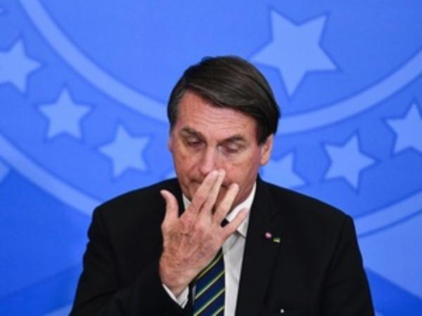 Bolsonaro comemora suspensão de vacina CORONAVAC