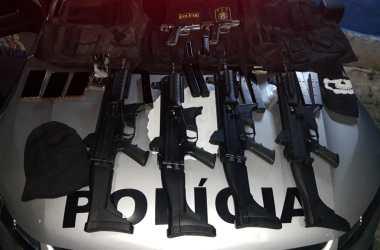 Cinco homens são presos fortemente armados com metralhadoras