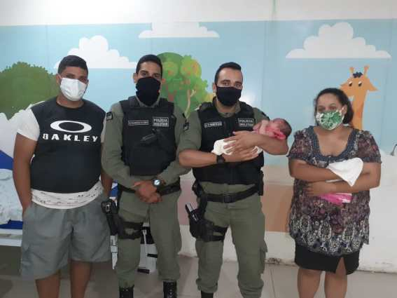 PMs ajudam a salvar vida de recém-nascida em Caruaru