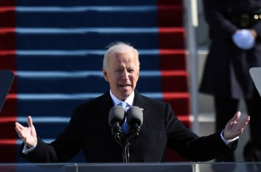 Joe Biden toma posse como presidente dos Estados Unidos; Trump Washington, com destino à Flórida
