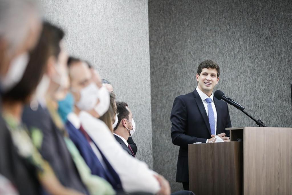 João Campos assume prefeitura do Recife após solenidade de posse
