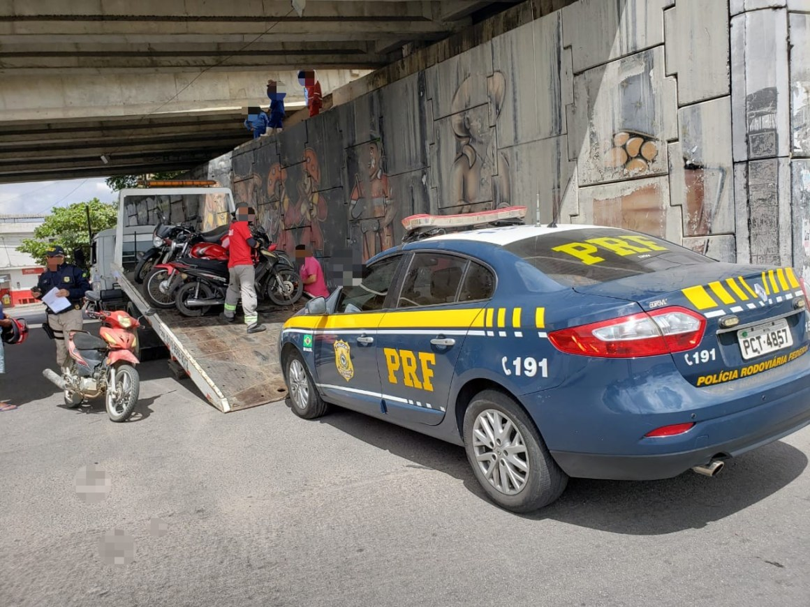 Fiscalização recolhe 39 veículos irregulares na BR 104, em Caruaru