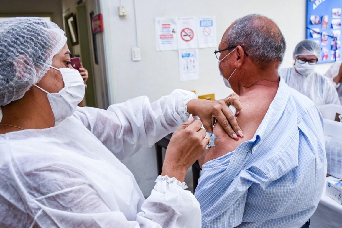 Prefeitura inicia imunização contra a Covid-19 em Gravatá
