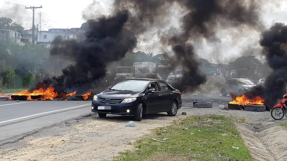 Após morte por atropelamento, moradores bloqueiam BR-101 no bairro do Ibura