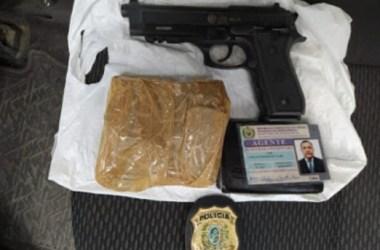 Policial preso após receber droga que seria entregue a detento de presídio no interior de Pernambuco